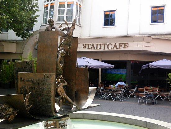 Der Moderne Siegfried Brunnen Photo De