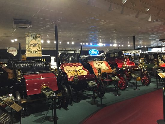 The Car and Carriage Caravan Museum: Antique cars at Luray