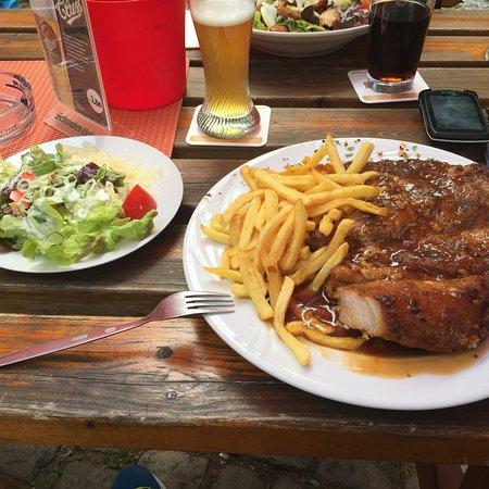 Neu-Bamberg, Alemanha: Riesenkotelett von einem Monsterschwein 😳