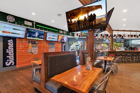 Beach Retreat & Lodge at Tahoe: Live sports at the Sidelines