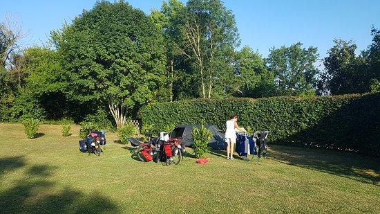 Saint-Angeau, França: TA_IMG_20180722_193000_large.jpg