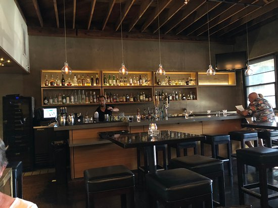 Sierra Madre, CA: The bar area