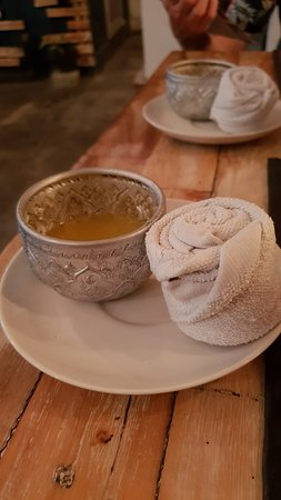 Mays Urban Thai Dine - Bali: drink and cold towel