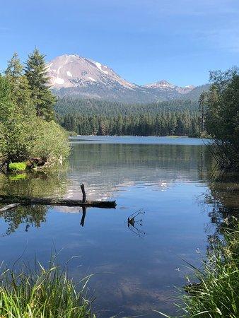 Shingletown, Καλιφόρνια: Manzanita Lake in the NP is 15 minutes away from this KOA