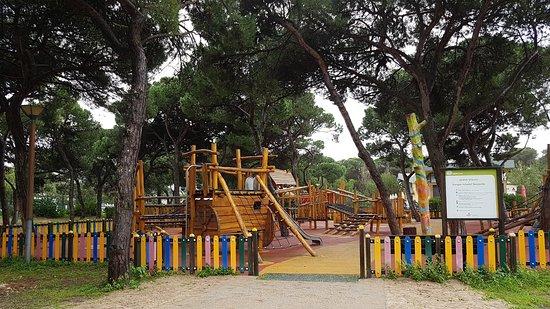 Costa da Caparica, Portugal: aire de jeux pour les enfants