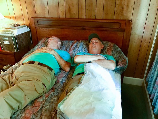 Sardis, Μισισιπής: one of two beds in 4A - both in same room - excuse the nappers