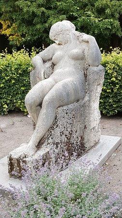 """Skulptur """"Die Schlummernde"""""""