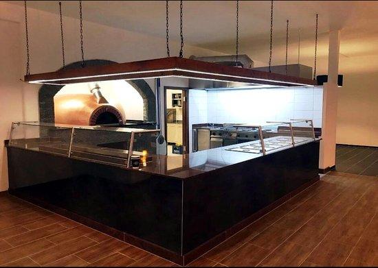 Offene Küche und Holzofen - Picture of Domaria, Donauworth - TripAdvisor