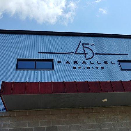 New Richmond, Wisconsin: 45th Parallel Distillery