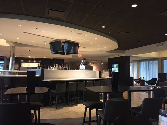 Linthicum Heights, MD: Lobby and restaurant