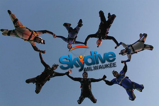 ‪Skydive Milwaukee‬