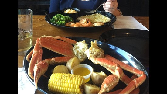 Lynn Haven, Флорида: Steamed Grouper and Shrimp with two sides, AND Steamed Snow Crab Legs with two sides