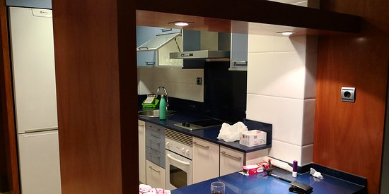 mesa de comedor en cocina - Picture of Suites Independencia ...