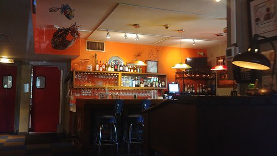 Webster Groves, MO: Bar separate from main dining area
