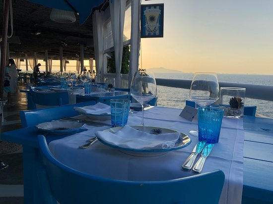 Ristorante & Beach Club Il Riccio: View from the restaurant and mt. Vesuvius in the distance