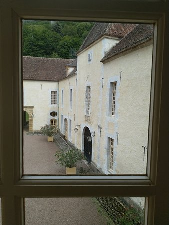 Bazoches, France: Ther courtyard from the gallery