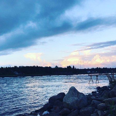 Kukkola, Swedia: Ljuvligt att bada i älven nedanför bastun.