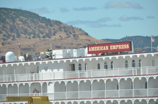 Columbia River Gorge: one of the ferries you can take