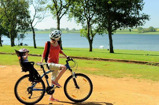 Northampton, UK: Family cycle hire at Pitsford Water