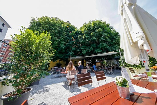 Daghofer's Bar Grill Restaurant: Gastgarten