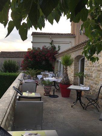 Saint-Victor-de-Malcap, Γαλλία: La terrasse du restaurant