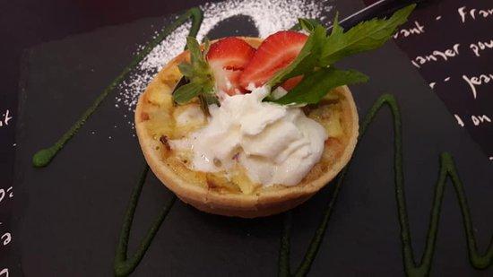 Montreuil-l'Argille, فرنسا: tarte normande