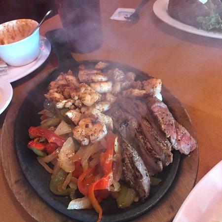 Kuttawa, KY: 3 meat fajitas