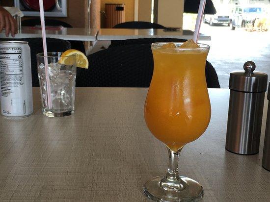 Rendezvous Lounge: Tabel at the Rendez-Vouz restaurant, Sint Maarten