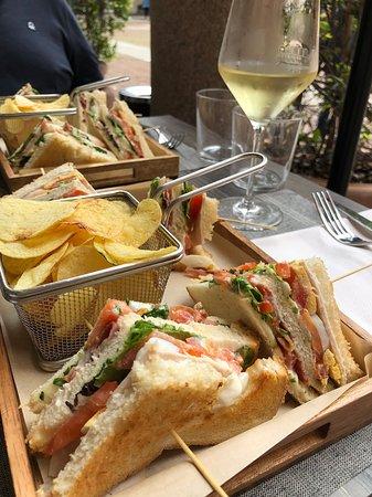 IL Broletto Food & Drink: club sandwich