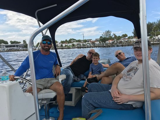 Venice Island Boat Rentals: Great boating in route to Evie's Spanish Pointe