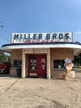 Mount Clemens, MI: Miller Bros Creamery