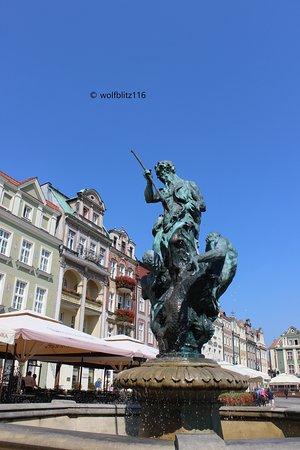 Fountain of Neptune : statua-fontana