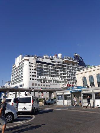Stazione marittima di Napoli di Cesare Bazzani - architettura di regime: Stazione marittima: parking y crucero
