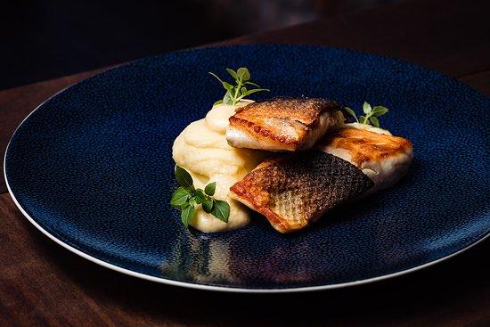 Zori Restaurant: Seabass with mashed potatoes