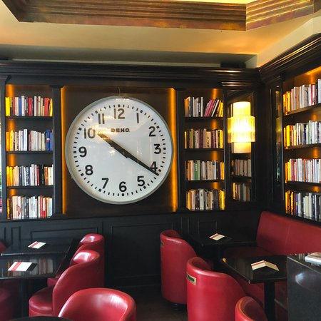 You can have a literary discussion at Les Editeurs