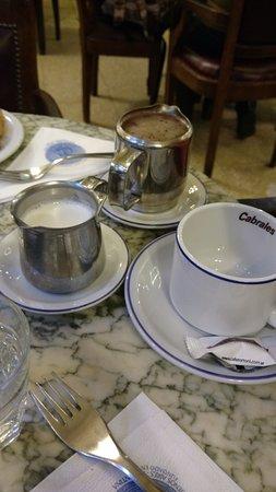 Cafe Tortoni: Chocolate quente vem tudo separado, e muito!!