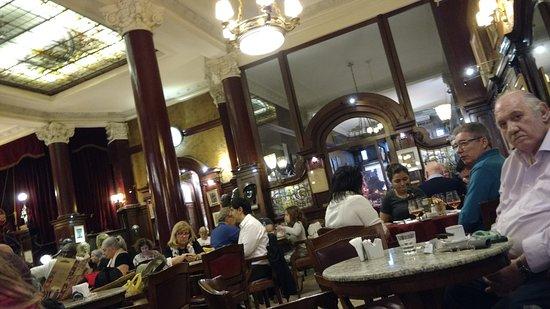 Cafe Tortoni: Sempre lotado