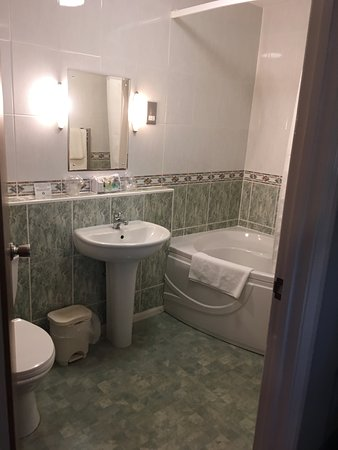 Clean well equiped bathroom