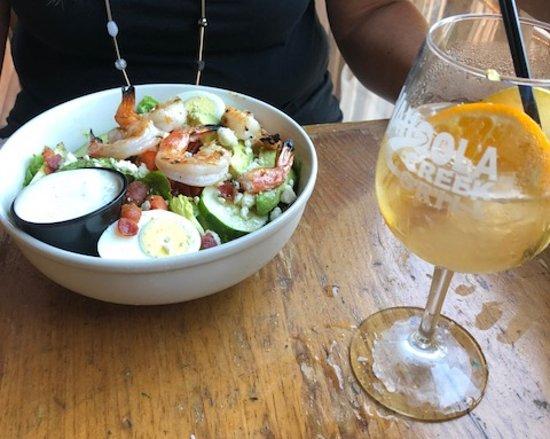 Yahoola Creek Grill: Shrimp Salad & White Wine Sangria