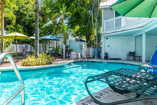 Lighthouse Court Hotel in Key West Photo
