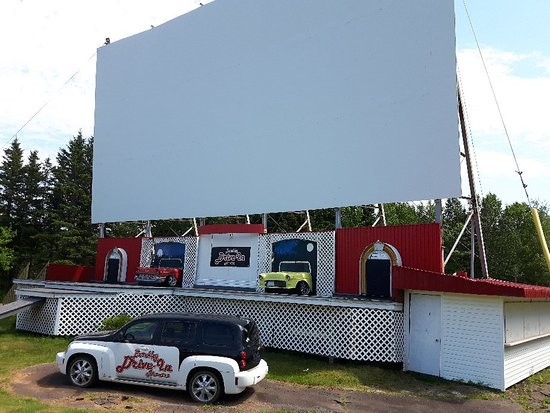 ‪Brackley Drive-In Theatre‬