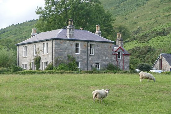 Ardchattan, UK: Nestled into the counrtyside, idylic