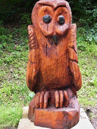 Jablunkov, Republik Ceko: První dřevořezba u příjezdu k hotelu - sova.