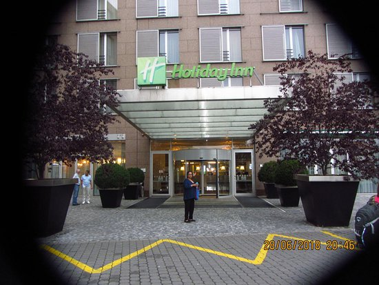 Holiday Inn Prague Congress Centre: Entrance to Holiday Inn Congress centre