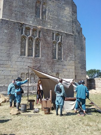 Wressle Castle and a re-enactment of the English Civil War