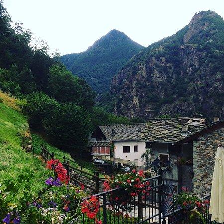 Lillianes, Italia: panorama dalla camera