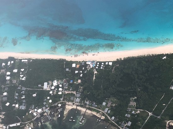 Great Guana Cay: Arial view of Nippers and the reef good for snorkeling