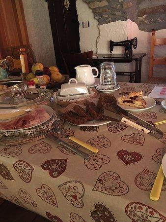 Lillianes, Italia: colazione