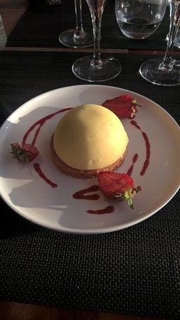 La Cale de Mordreuc: Dessert Dôme vanille à la fraise