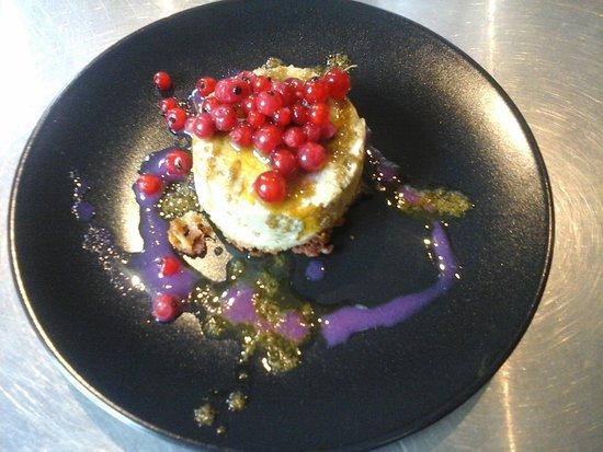 Felletin, France : Chartreuse de légumes, huile d'origan et jus de shiso pourpre